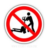 Знак Перевозить людей на рокле запрещёно