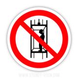 Знак «Запрещается подъем (спуск) людей по шахтному стволу (запрещается транспортировка людей)»