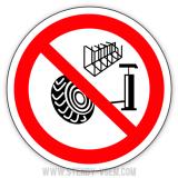 Знак Накачування шин без захисного пристрою заборонено