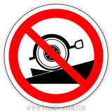 Стоянка транспорту без упорних колодок заборонена