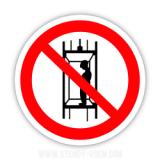 """Знак """"Забороняється піднімання (спускання) людей по шахтному стовбуру (забороняється транспортування людей)"""""""