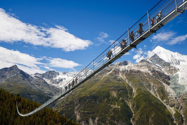 По состоянию на август 2017 года мост длинною почти в 500 метров построенный в Швейцарии является самым длинным мостом в мире.